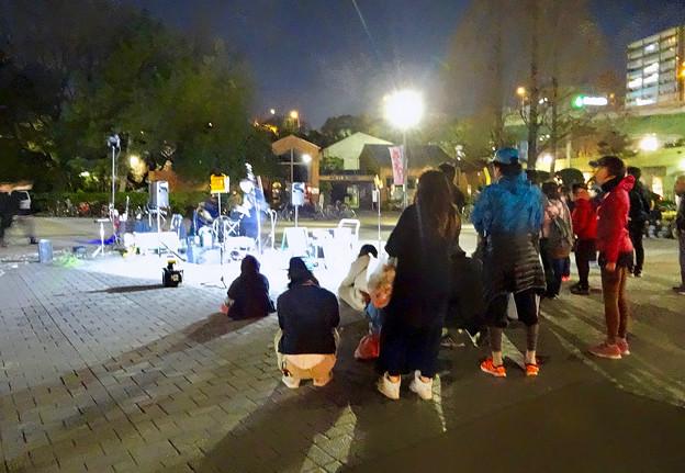 沢山の人で賑わってた花見シーズンの鶴舞公園(2017年4月5日)- 49