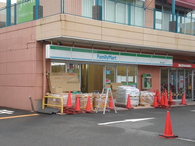 ファミリーマート桃花台店、現在改装中
