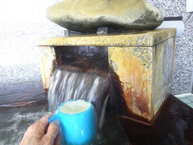 写真: 韮崎温泉飲泉