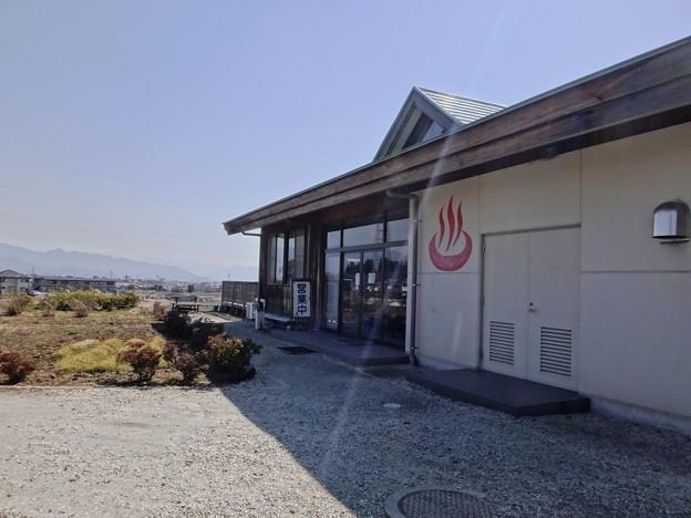 写真: 韮崎温泉外観
