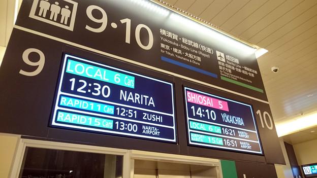 写真: 9-10番線発車標 [JR 千葉駅]