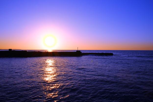 夕陽と防波堤