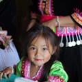写真: モン族の少女