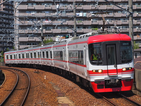 名鉄1700系特急 名鉄常滑線豊田本町駅