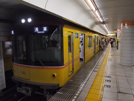 メトロ1000系   メトロ銀座線表参道駅02