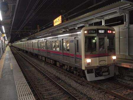 京王7000系特急 京王線明大前駅