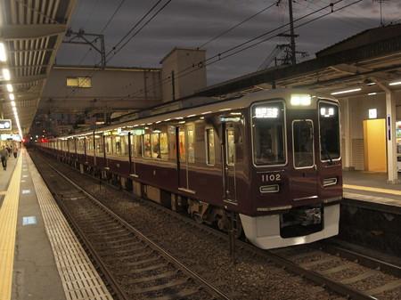 阪急1000系普通  阪急神戸線十三駅02