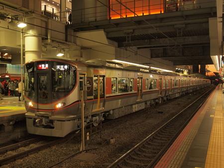 323系普通  大阪環状線大阪駅03