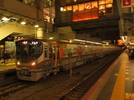 323系普通  大阪環状線大阪駅04