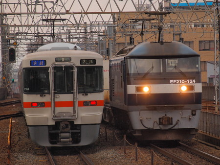 EF210貨物と313系快速 東海道本線尾張一宮駅