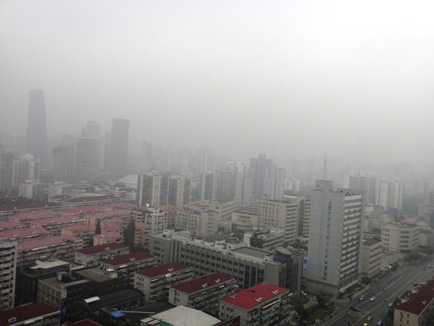 薄曇りの上海 正午