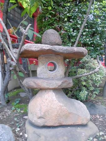 居木神社-14セクシャルな石灯籠