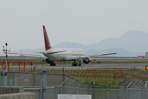写真: 離陸を待つN396AX