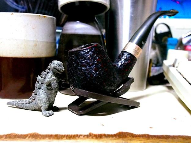 Godzilla VS Pipe