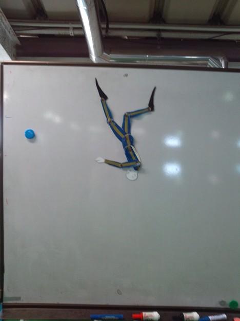 プールの白板に張ってあった人型定規(ダイバー版)。