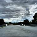 写真: 暗雲立ち込める