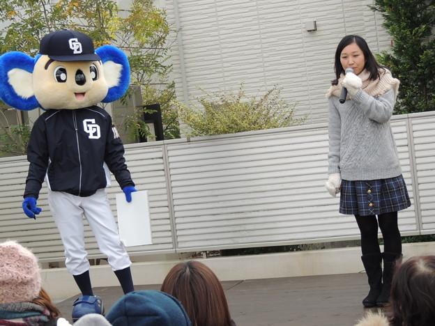 Photos: ドアラとあさみお姉さん。