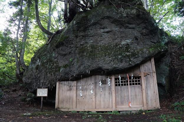 只見 三石神社