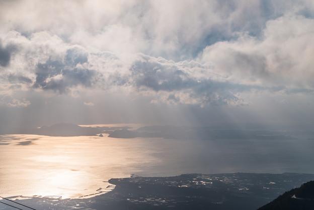 朝日に浮かぶ天草諸島