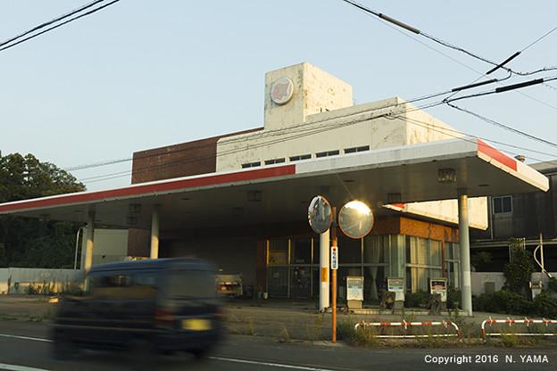 Photos: ガソリンスタンド閉店風景