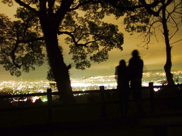 夜景を眺める二人2
