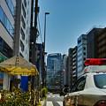 Photos: パトカー越しに望むNEC本社ビル