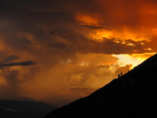 写真: 夕陽に染まる