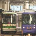 写真: 週末朝の電停風景…王子駅前