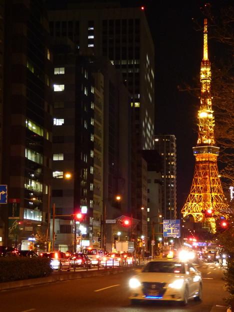 写真: 夜の桜田通り(国道1号線)