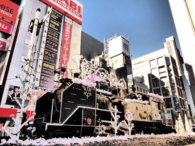 新橋駅前のSLも「クリスマスの装い」