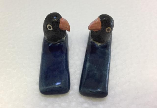 ペンギン箸置き(ボタンインコ)