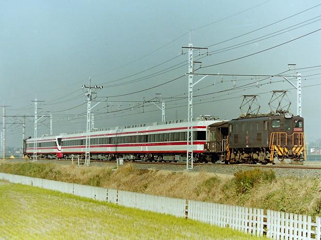 ED 5064 200系甲種貨物列車