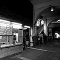 高架下の無人駅