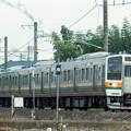 Photos: 信越本線を走る211系