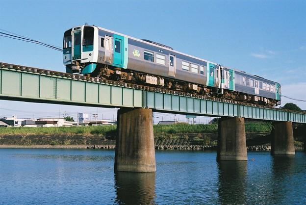 那賀川を渡る普通列車