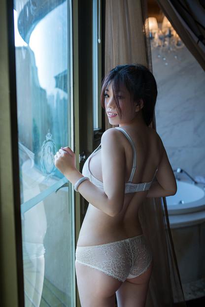 『ビッグバストときれいなヒップな美形小姐』12-16  今日の気になる小姐 (2)