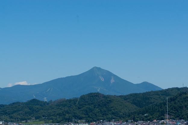 【鶴ケ城の天守から見た磐梯山】