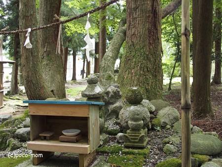 東林寺境内 山の神の祠 P9250086