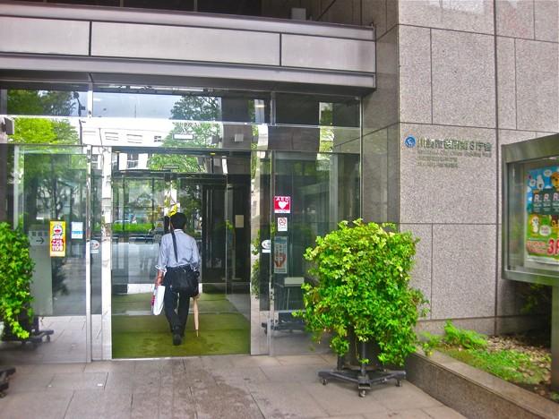 川崎市役所第3庁舎の入口