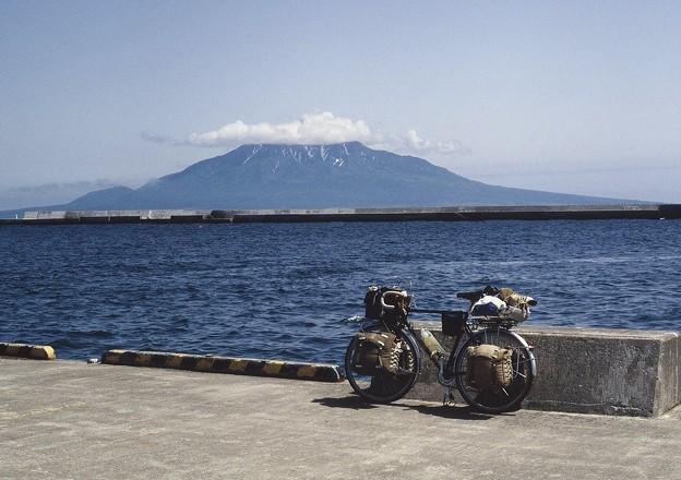 礼文島 香深港より利尻島を望む