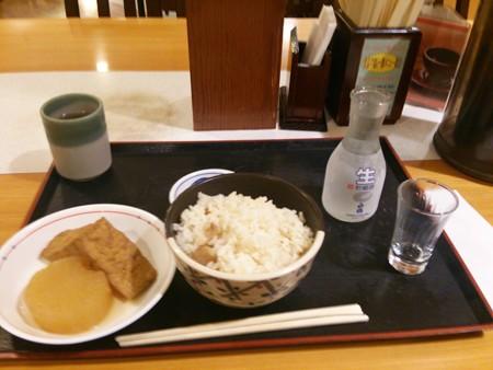 松茸ごはんにおでんに日本酒、もうめちゃくちゃなウ夕食