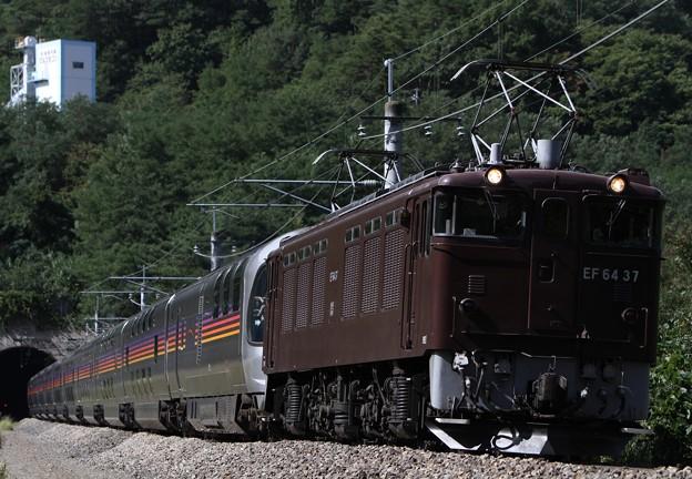 9011レ EF64 37+E26系12両(カシオペア)