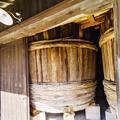 写真: ヤマヒサ醤油 杉樽
