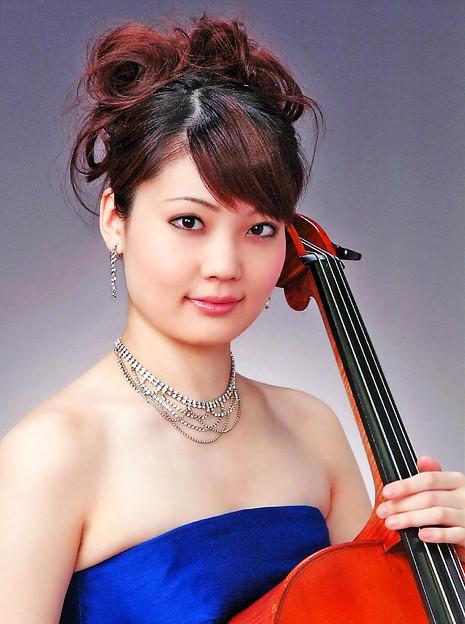 写真: 小松舞衣 こまつまい チェロ奏者 チェリスト  Mai Komatsu