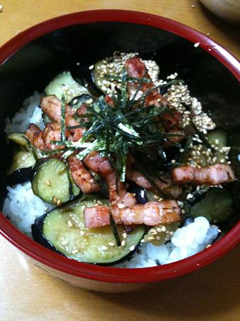 ナス麺つゆ漬け&ベーコン炒め丼