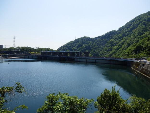 目の前は津久井湖