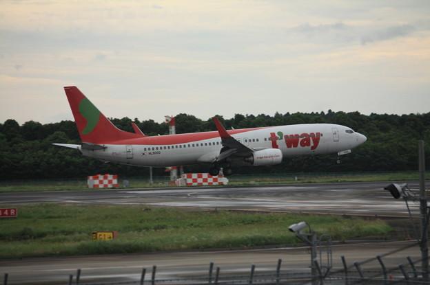 ティーウェイ航空 ボーイング737-800 HL8000 (1)