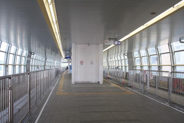 大阪モノレール 蛍池駅 ホーム