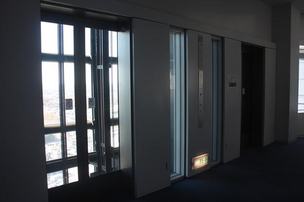 茨城県庁のエレベーターホール IMG_122120