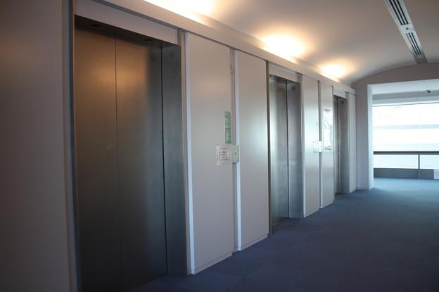 茨城県庁のエレベーターホール IMG_122123